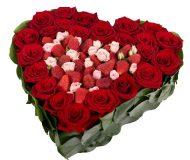 Сердце из роз и клубники