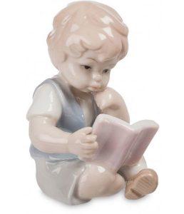 Мальчик с книжкой